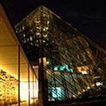 webガラスのピラミッド.jpg
